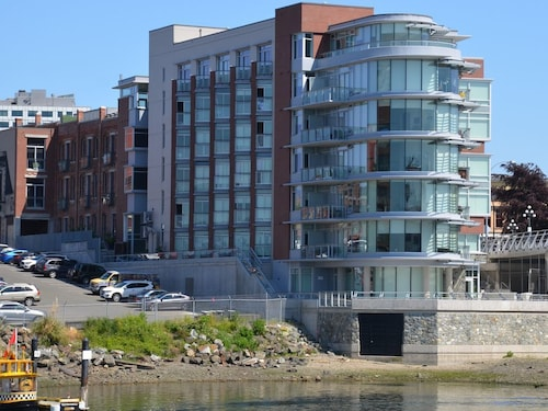 Waterfront Condo in Downtown Victoria - Close to Everything (CAN 26162709 5.0) photo