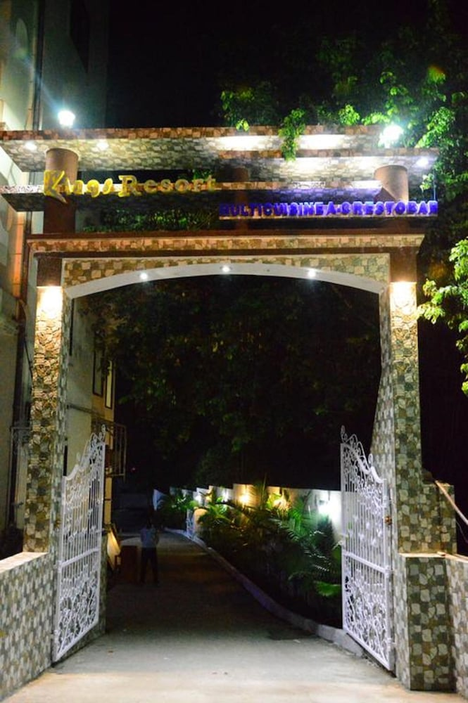 Property Entrance, Kings Resort