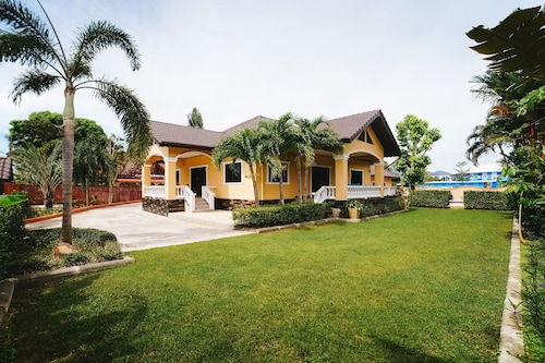 5 Bedrooms Pool Villa Behind Phuket Z00