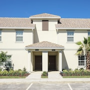 3 BR Townhome in Kissimmee by Castle CR