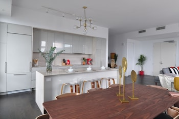 Tour des Canadiens Penthouse by Hometrotting