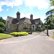 Historic Lodge Near to English Heritage Attractions and Only 50 Mins From London