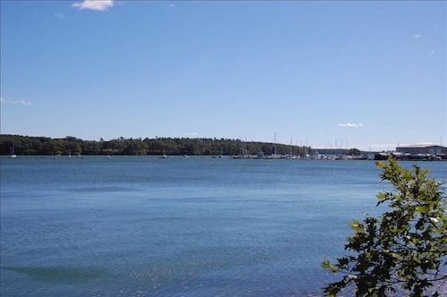 Waterfront Cottage: Spectacular Views! Includes Kayaks, Bikes, Grill, Fire Pit