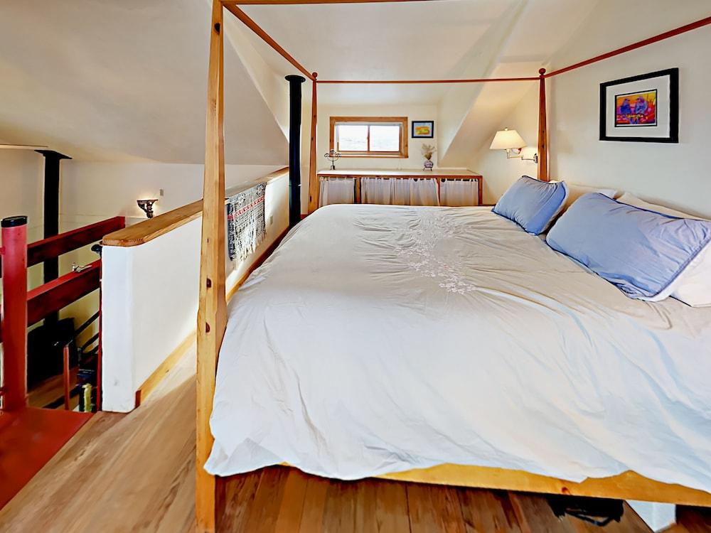 Groovy 197 Tune Drive Home Studio Bedroom 1 Bathroom Home Taos Home Interior And Landscaping Ponolsignezvosmurscom