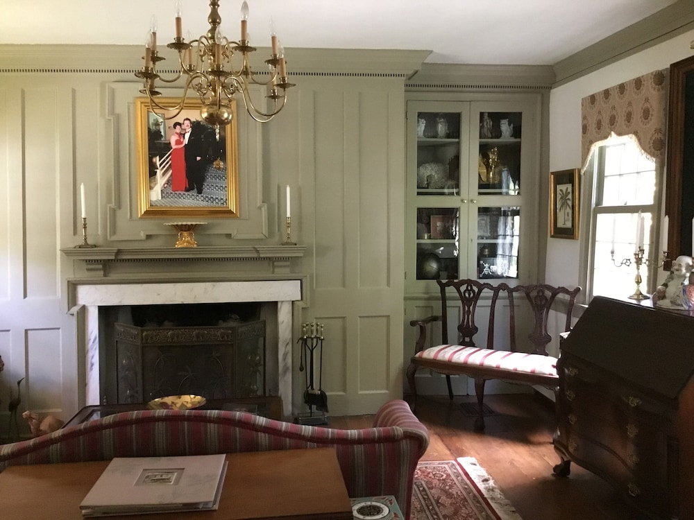 Library, Governor's BedandBreakfast