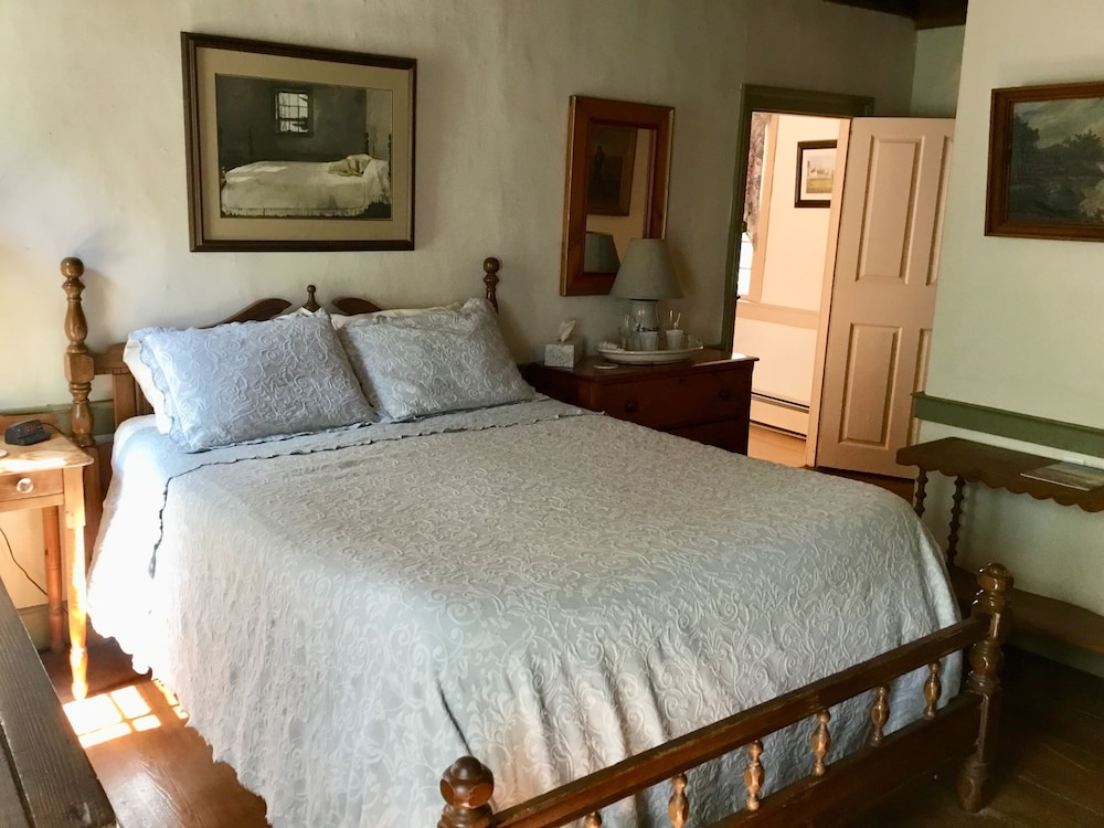 Room, Governor's BedandBreakfast