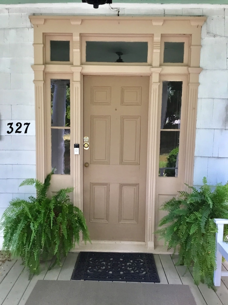 Property Entrance, Governor's BedandBreakfast