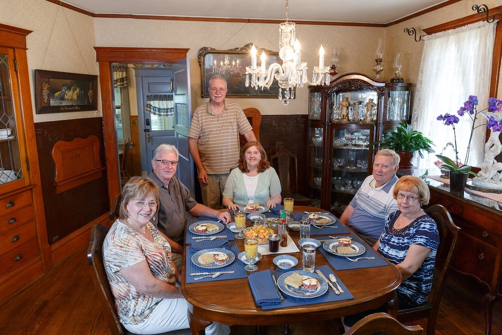 Dining, Oft's Bed and Breakfast