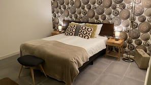 Een bureau, gratis babybedden, extra bedden, gratis wifi