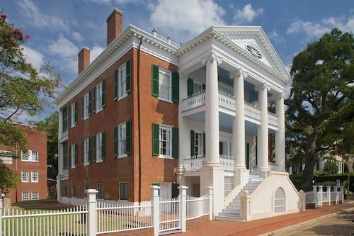 Hotels near Stone Gallery, Natchez: Find Cheap $63 Hotel