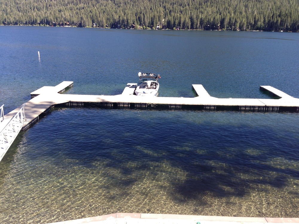 , Donner Vista on Donner Lake - 180 Degree View, Private Communal Dock!