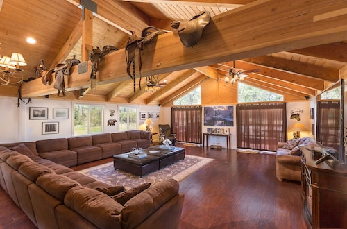 Yosemite Pines Lodge, Large Luxurious Lodge, A Wonderful Family Retreat!