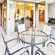 Oasis 1 Hamilton Island 2 Bedroom Apartment In Central Location With Golf Buggy