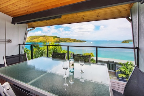 Shorelines 23 Hamilton Island 2 Bedroom Ocean View  Near Marina With Golf Buggy