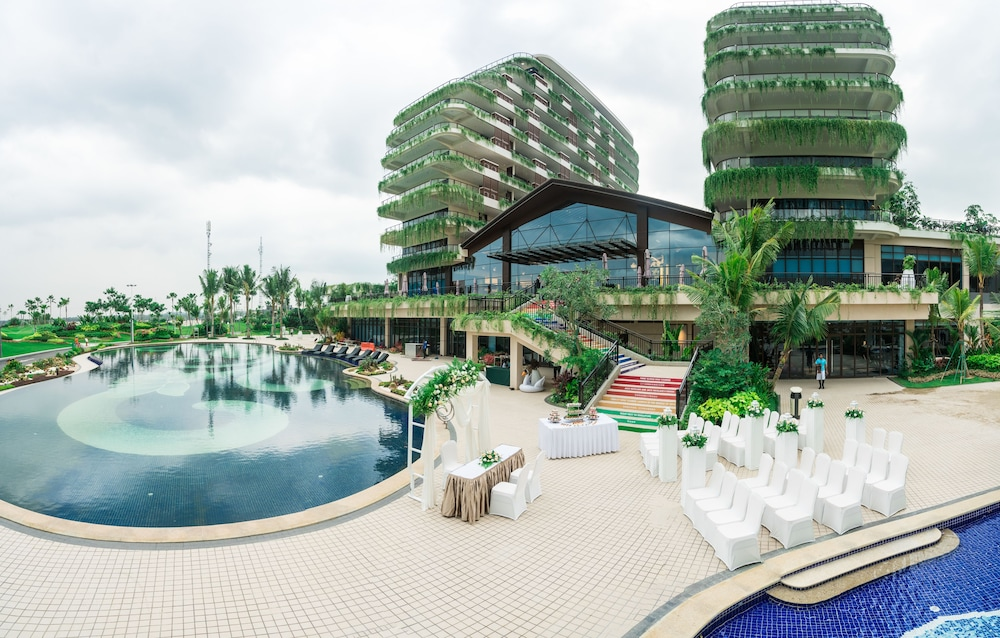 Forest City Phoenix International Golf Hotel In Johor Bahru Hotel Rates Reviews On Orbitz