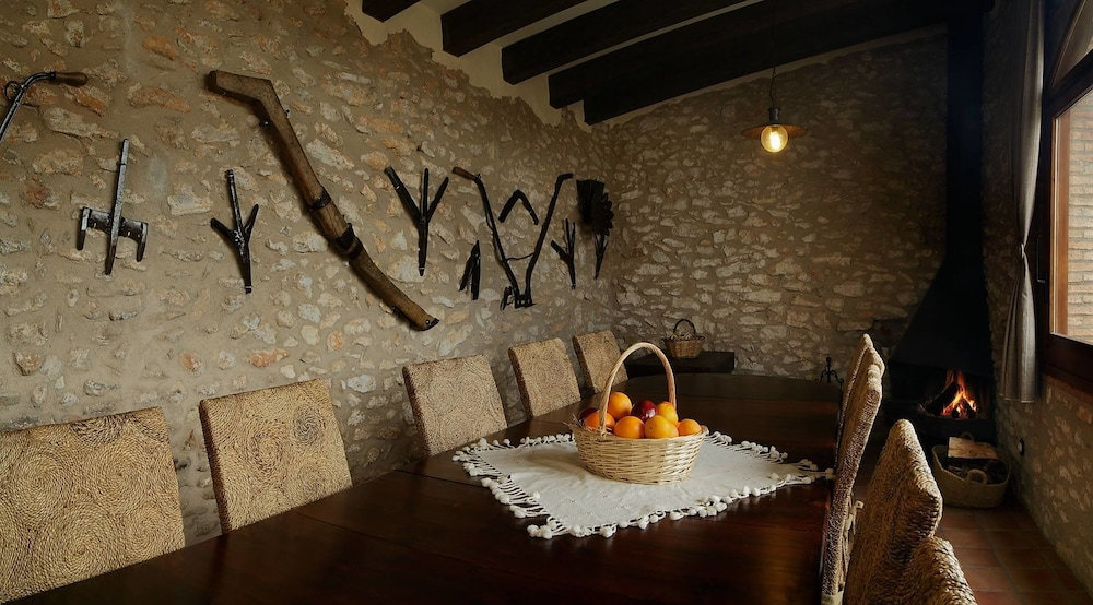 In-Room Dining, Mas Llagostera