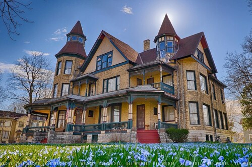 Great Place to stay Fargo Mansion Inn near Lake Mills