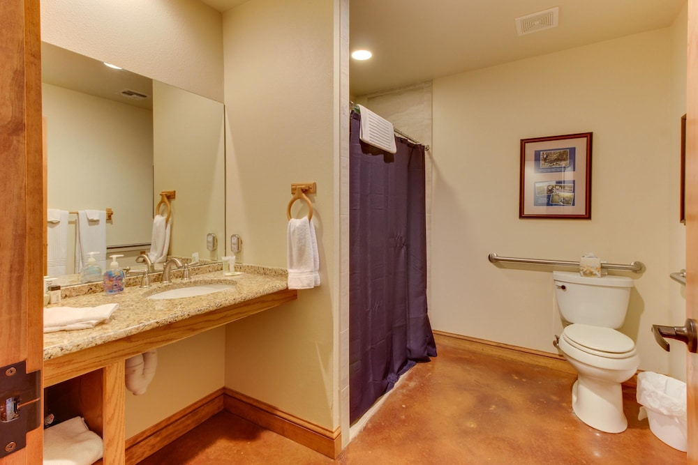 Bathroom, Messina Hof Hill Country