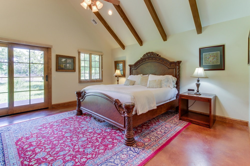 Room, Messina Hof Hill Country