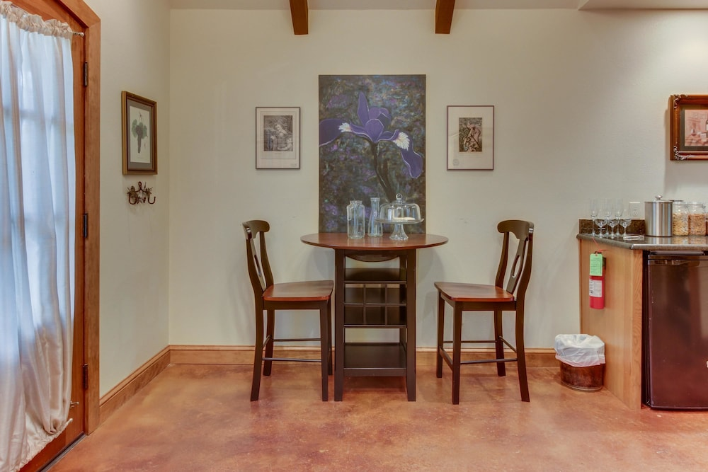In-Room Dining, Messina Hof Hill Country