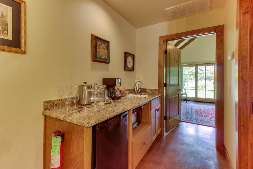 Private Kitchenette, Messina Hof Hill Country