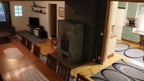 Taulutelevisio, takka, DVD-soitin