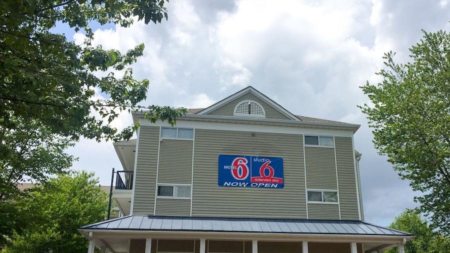 Studio 6 Greensboro, NC - I-40