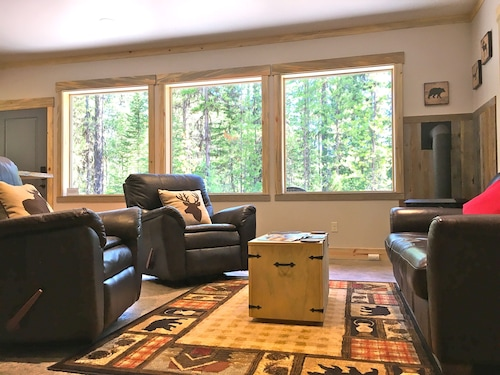 Stunning Cabin Bordering Glacier National Park and River on 9 Acres!!!