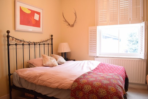 2 Bedroom Family Home In Brixton