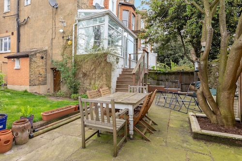 2 Bedroom Flat In Herne Hill With Garden