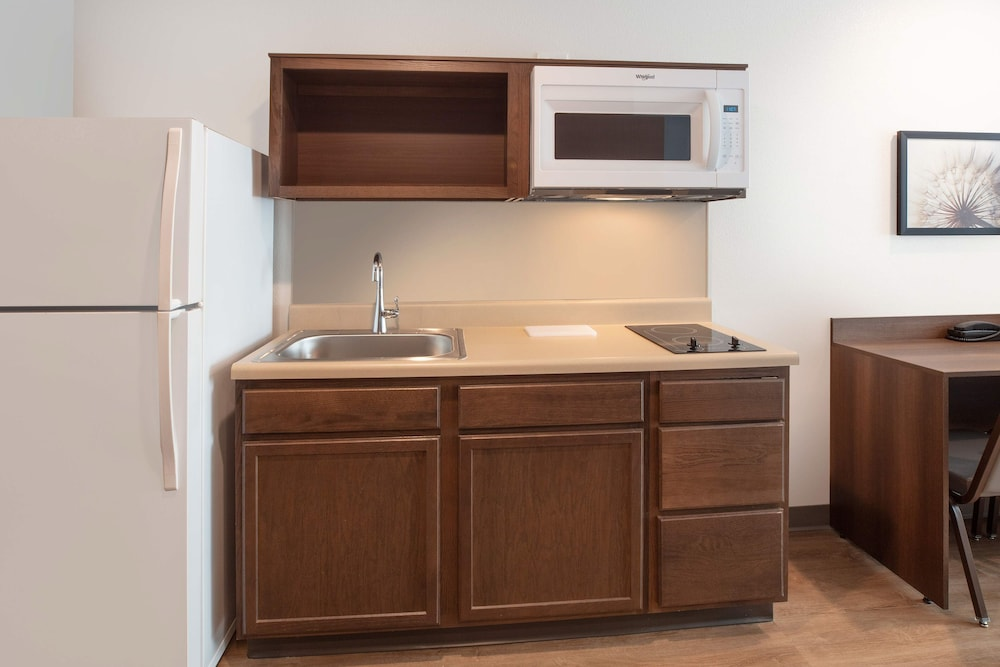 Private Kitchenette, WoodSpring Suites Washington DC East Arena Drive