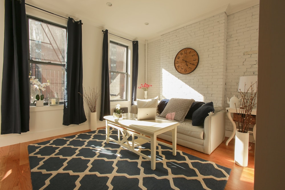 Unbeatable Location Right Next To Central Park Shopping