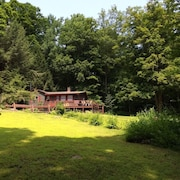 Comfy, Rustic Cottage 4 Acres of Woods, Brook & River