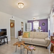 Nola Dreams, 3 Bedroom Unit in a Double, Can Sleep 6!