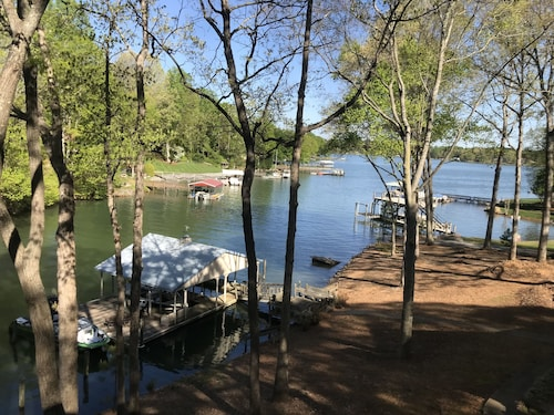 Waterfront Guest House on Beautiful Lake Norman