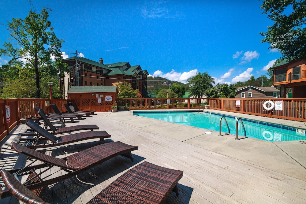Pool, Smokymtn 5 Star Last Minute Booking Deals Please Inquire!minutes Walk to Strip