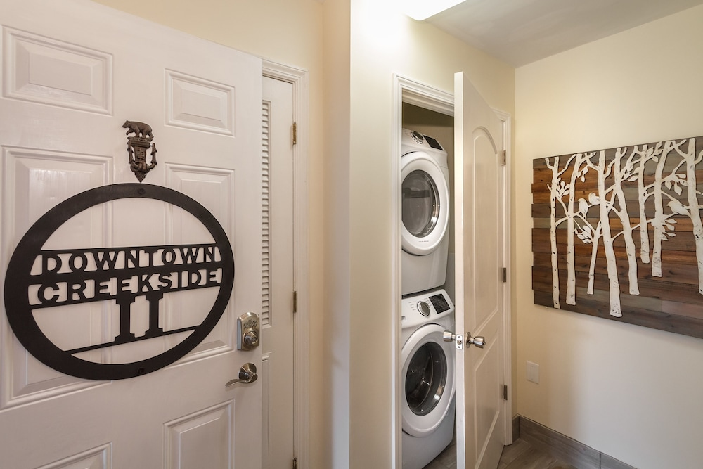 Laundry Room, Smokymtn 5 Star Last Minute Booking Deals Please Inquire!minutes Walk to Strip