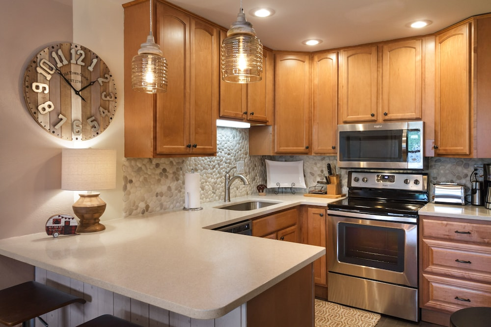 Private Kitchen, Smokymtn 5 Star Last Minute Booking Deals Please Inquire!minutes Walk to Strip