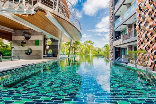 Emerald Terrace Patong by Chattha