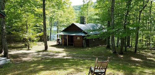 Waterfront Rustic Maine Log Cabin on Lake