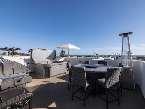 Luxury Condo in the Heart of Downtown Pismo Beach, Just Built, Rooftop Spa!