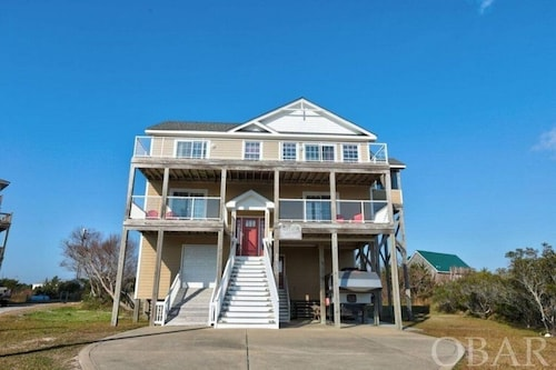 Beautiful 6 Bedroom Beach Retreat With Beach Access Directly Across THE Street!