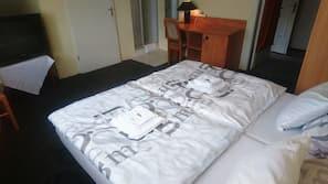 Schreibtisch, Verdunkelungsvorhänge, kostenloses WLAN, Bettwäsche