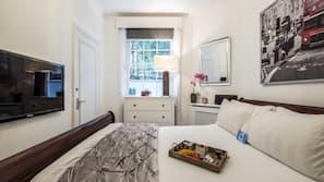 1 sovrum, arbetsyta för laptop, strykjärn/strykbräda och gratis wi-fi