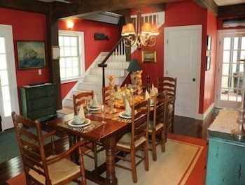 In-Room Dining, Captains House - Three Bedroom Home