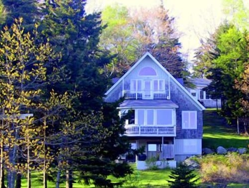 Great Place to stay Curtis Cottage - Three Bedroom Home near Deer Isle