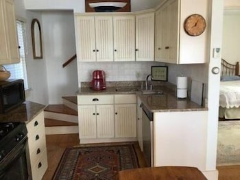 Private Kitchen, Head of the Bay - Two Bedroom Home