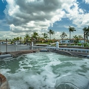 Hot Tub for 6, Dolphins, Canal Front/boat Dock, Fishing, Kayaking, Nearby Beach