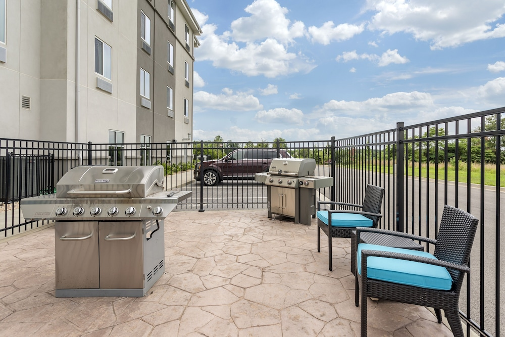 BBQ/Picnic Area, Sleep Inn & Suites