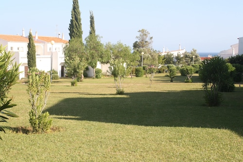Apartment With 2 Bedrooms in Porches, With Pool Access and Furnished Garden - 200 m From the Beach